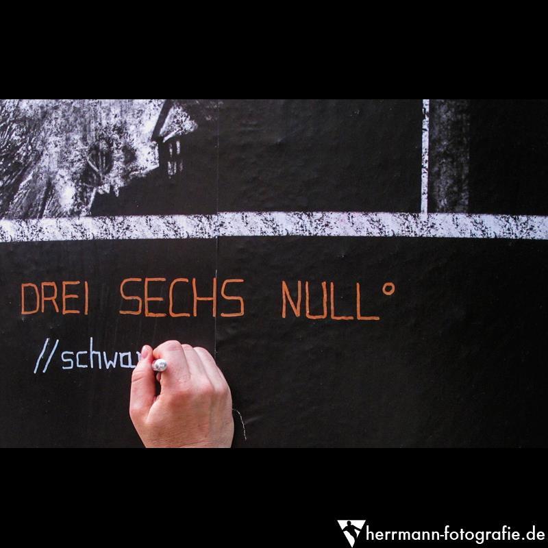 DREI SECHS NULL° Daniel Hartlaub at Frankfurter KunstSäule. Photo: Hans-Jürgen Herrmann